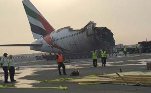 The charred hull of Emirates Flight 521 rests on the tarmac at Dubai International Airport. Image source: http://www.ndtv.com/world-news/exclusive-emirates-pilots-list-the-seconds-before-dubai-crash-landing-1443021